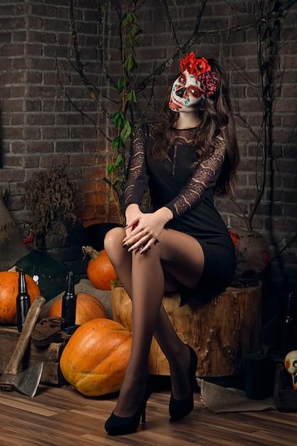 Maquillaje femenino del cráneo del azúcar. arte de la pintura de la cara. Foto Premium
