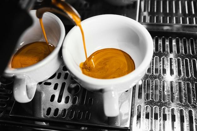 Máquina de primer plano preparando café Foto Premium