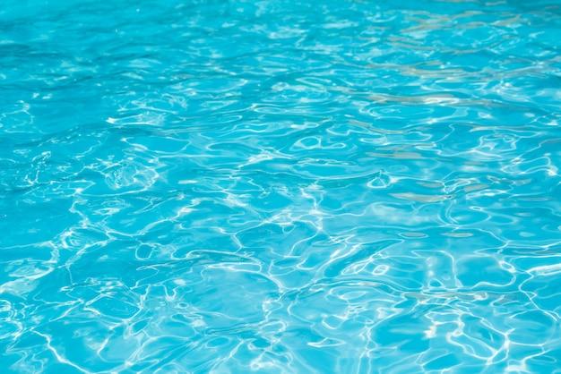 Maravillosa agua azul y brillante ondulación Foto Premium