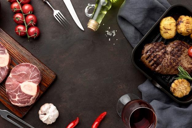 Marco de carne y verduras Foto gratis