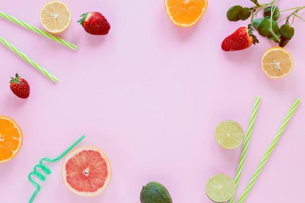 Marco de cítricos y fresas. Foto gratis