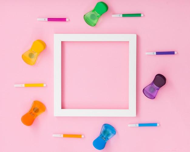 Marco y colores del día mundial del orgullo feliz Foto gratis