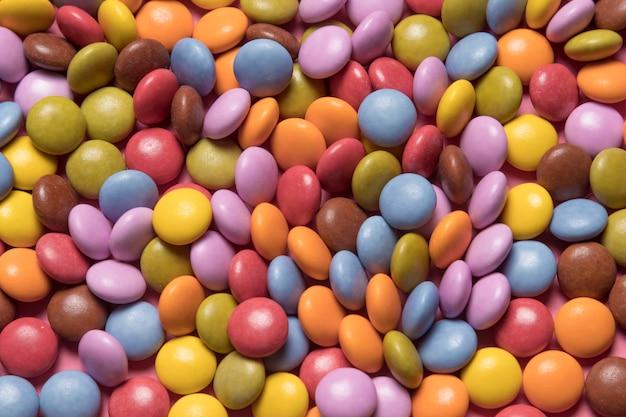 Marco completo de caramelos multicolores de gemas de colores Foto gratis