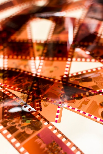 Marco completo de rayas negativas transparentes sobre fondo blanco Foto gratis