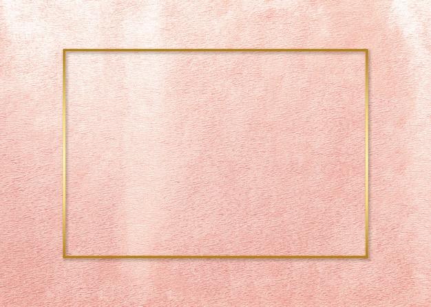 Marco dorado en tarjeta rosa. Foto gratis