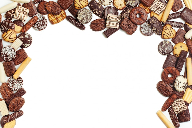 Marco de galletas aisladas sobre fondo blanco Foto Premium