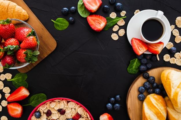Marco hecho con alimentos saludables. Foto gratis