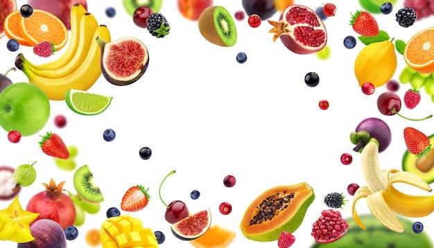 Marco hecho de frutas y bayas aisladas Foto Premium
