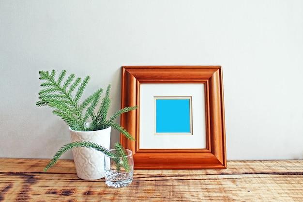 Marco de madera maquetas con fondo de madera Foto Premium