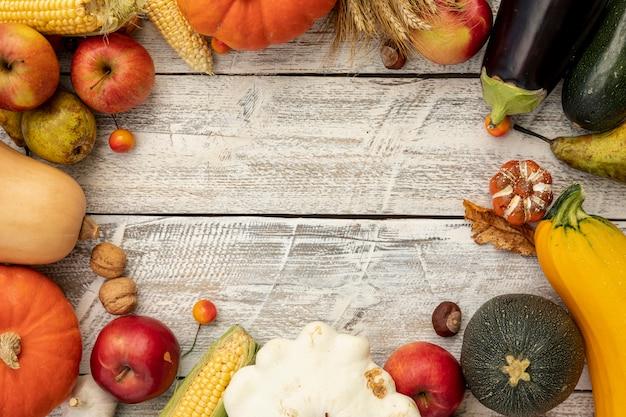 Marco de otoño con espacio de copia Foto gratis