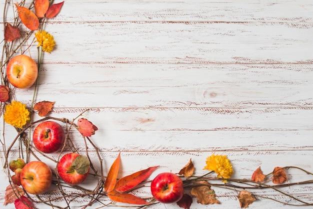 Marco de otoño vista superior con espacio de copia Foto gratis