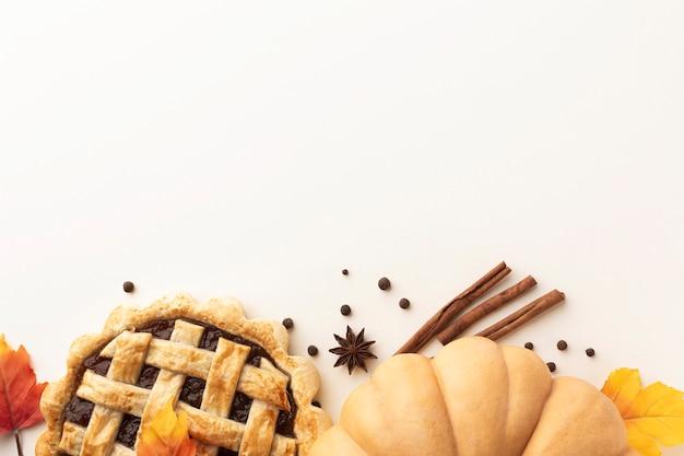 Marco plano con comida de acción de gracias y espacio de copia Foto gratis