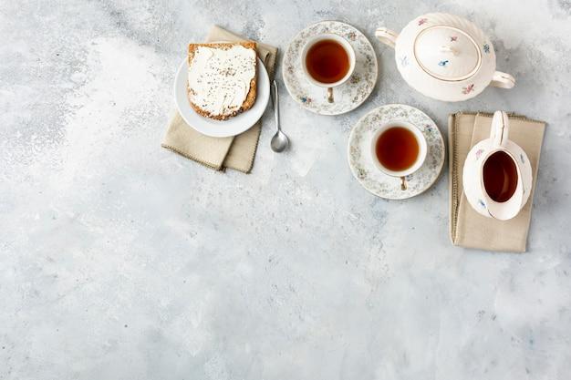Marco plano laico con té y espacio de copia Foto gratis