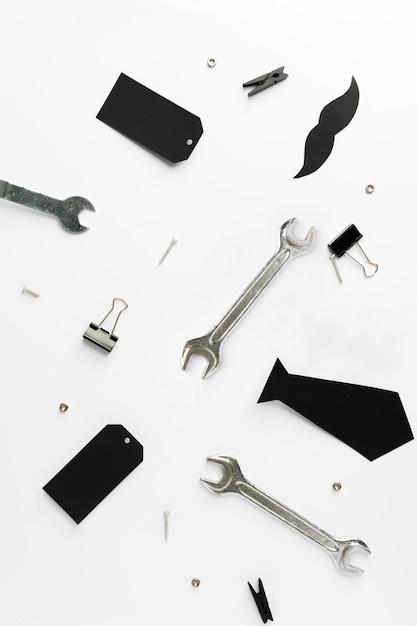 Marco plano con objetos del padre Foto gratis