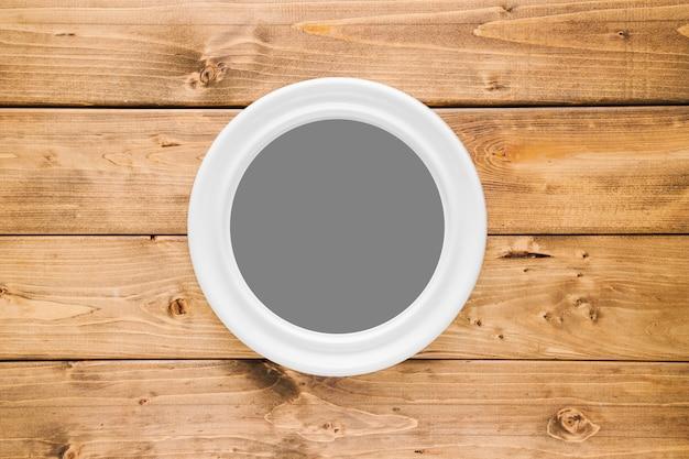 Marco redondeado blanco con espacio vacío. Foto gratis