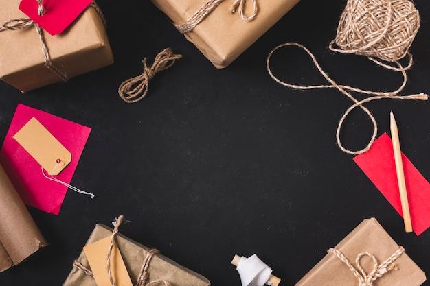 Marco de regalo con cuerda y lapiz Foto gratis
