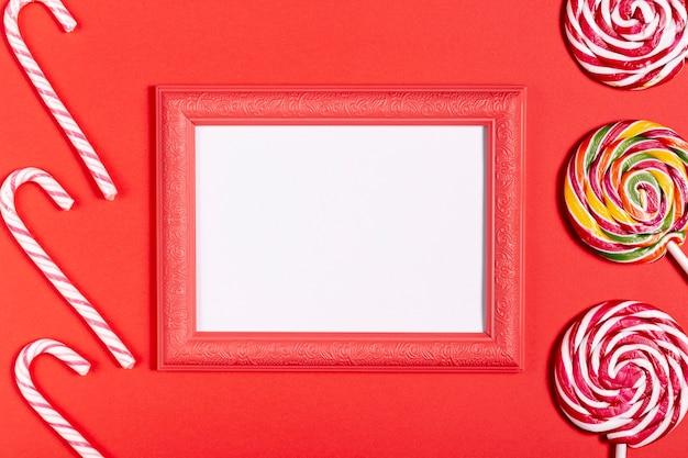 Marco vintage con espacio en blanco y dulces Foto gratis