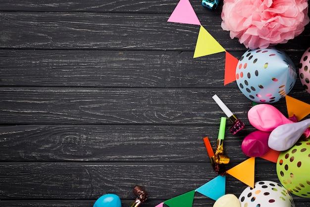 Marco de vista superior con decoraciones de fiesta Foto Premium