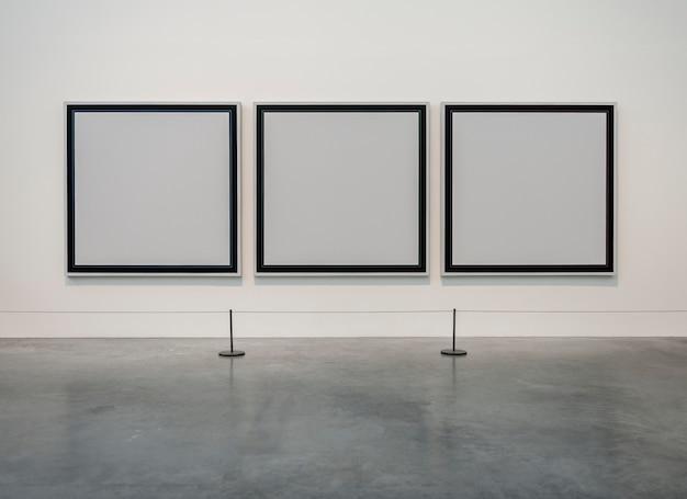 Marcos vacíos en una galería Foto gratis