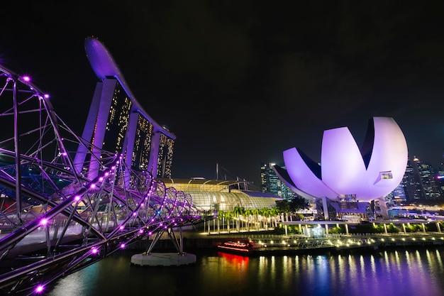 Marina bay en escena nocturna Foto gratis