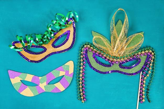 Máscara bricolaje de la mascarada del carnaval de mardi gras, martes. Foto Premium