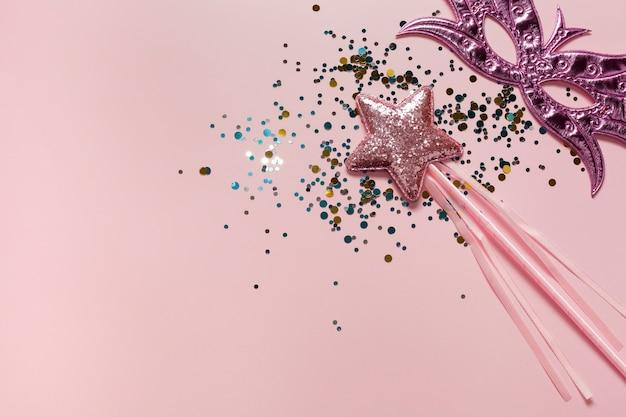 Máscara rosa y estrella con lentejuelas copia espacio Foto gratis