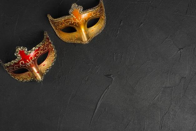 Máscaras rojas y doradas Foto Premium