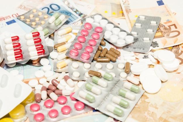 Medicamentos de salud dinero Foto Premium