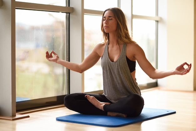 La meditación zen estilo de vida relajarse loto    Foto libre