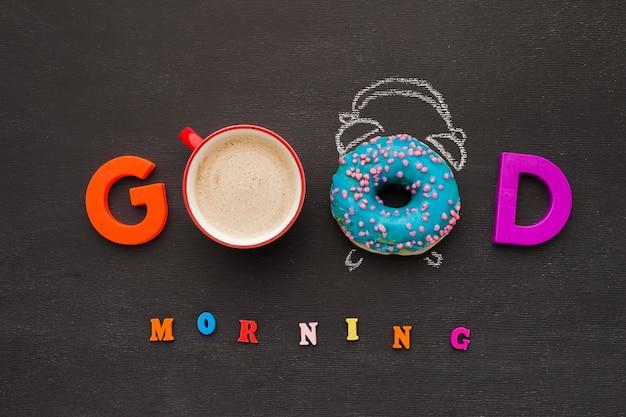 Mensaje de buenos días con café y donas   Foto Premium