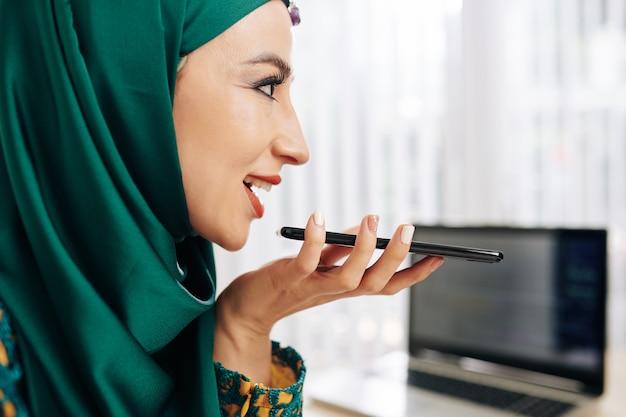 Mensaje de voz de grabación empresaria Foto Premium