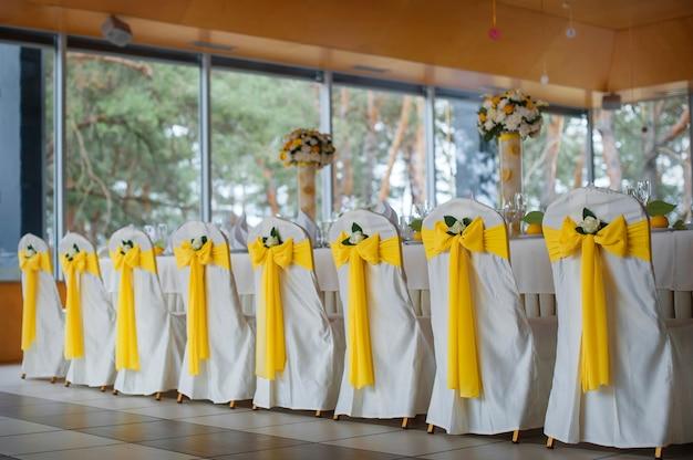 Mesa de boda con decoración. Foto Premium