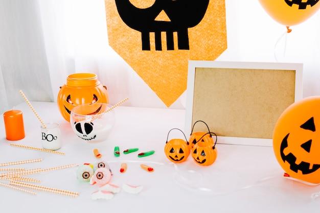 mesa con decoraciones de halloween foto gratis - Decoraciones De Halloween
