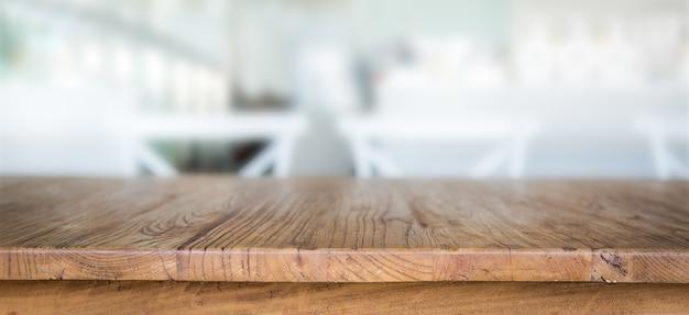 mesa de madera con fondo desenfocado foto gratis