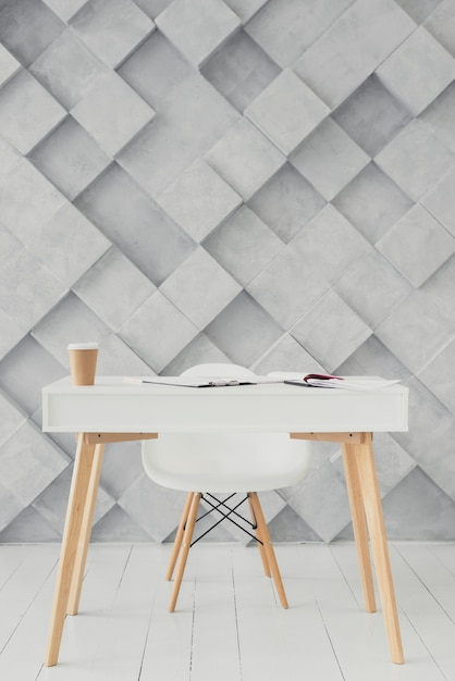 Mesa de madera y fondo moderno Foto gratis