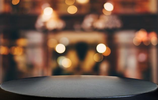 Mesa de madera vacía en frente de fondo claro festivo borroso abstracto con puntos de luz Foto Premium