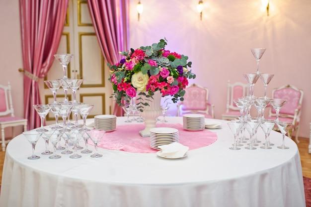 Mesa Puesta En El Banquete De Bodas En El Restaurante