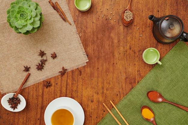 Mesa con té y especias Foto Premium