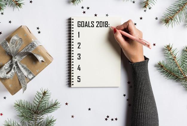 Metas planes sueños hacer lista de tareas para año nuevo navidad concepto escrito Foto gratis