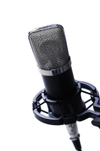 Micrófono en blanco Foto gratis