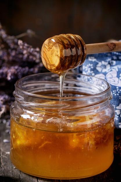 Miel, arándanos y lavanda. Foto Premium