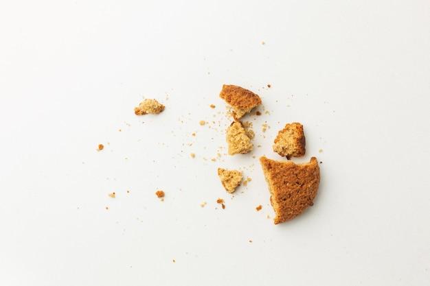 Migajas de desperdicio de comida sobrantes | Foto Gratis