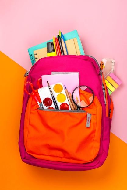 Mochila con utensilios escolares Foto Premium