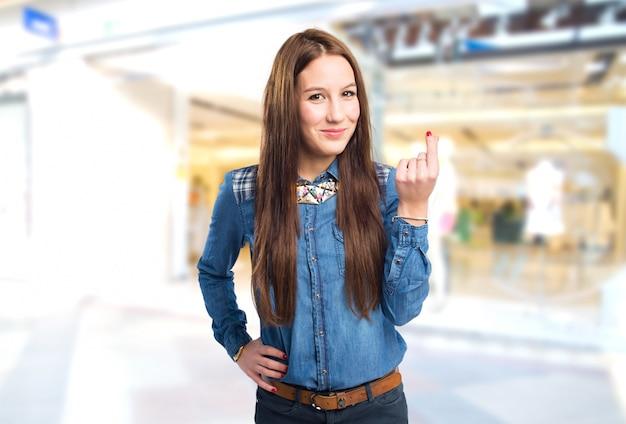 ebe10f4d3177b Moda joven mujer haciendo el gesto de dinero