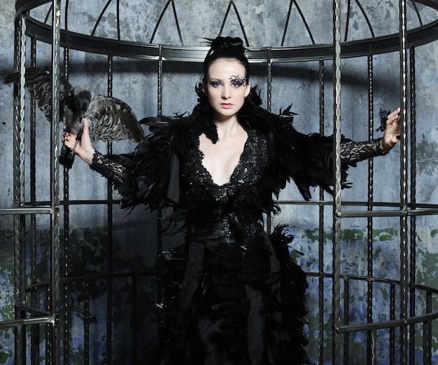 Modelo de moda en vestido de fantasía Foto Premium
