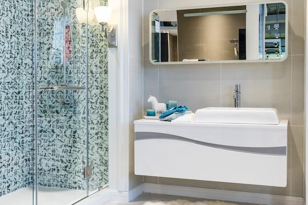 Moderno Baño En Suite Con Ducha Grande Descargar Fotos