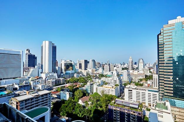 Los modernos edificios de los rascacielos de la ciudad. Foto Premium