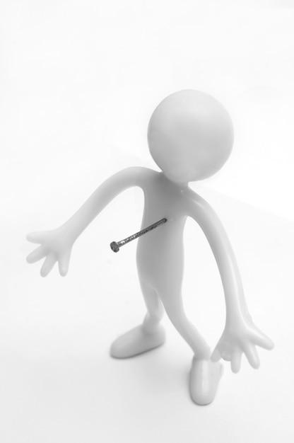 Monigote con una flecha en su corazón | Foto Gratis