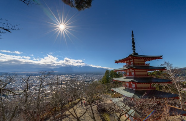 Monte fuji con la pagoda chureito en otoño Foto Premium