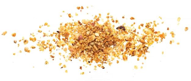 Montón de granola con nueces sobre superficie blanca Foto Premium
